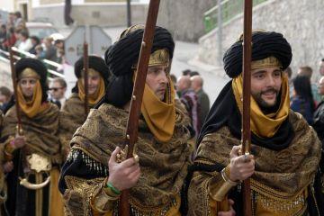 """""""Moros y Cristianos"""", ¿cuál es el origen popular de esta festividad?"""